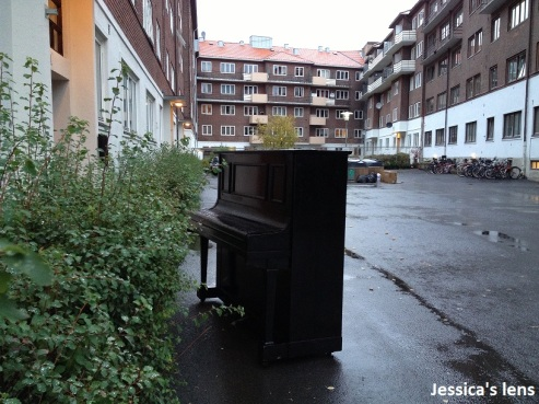2012-10-16 Piano in the rain